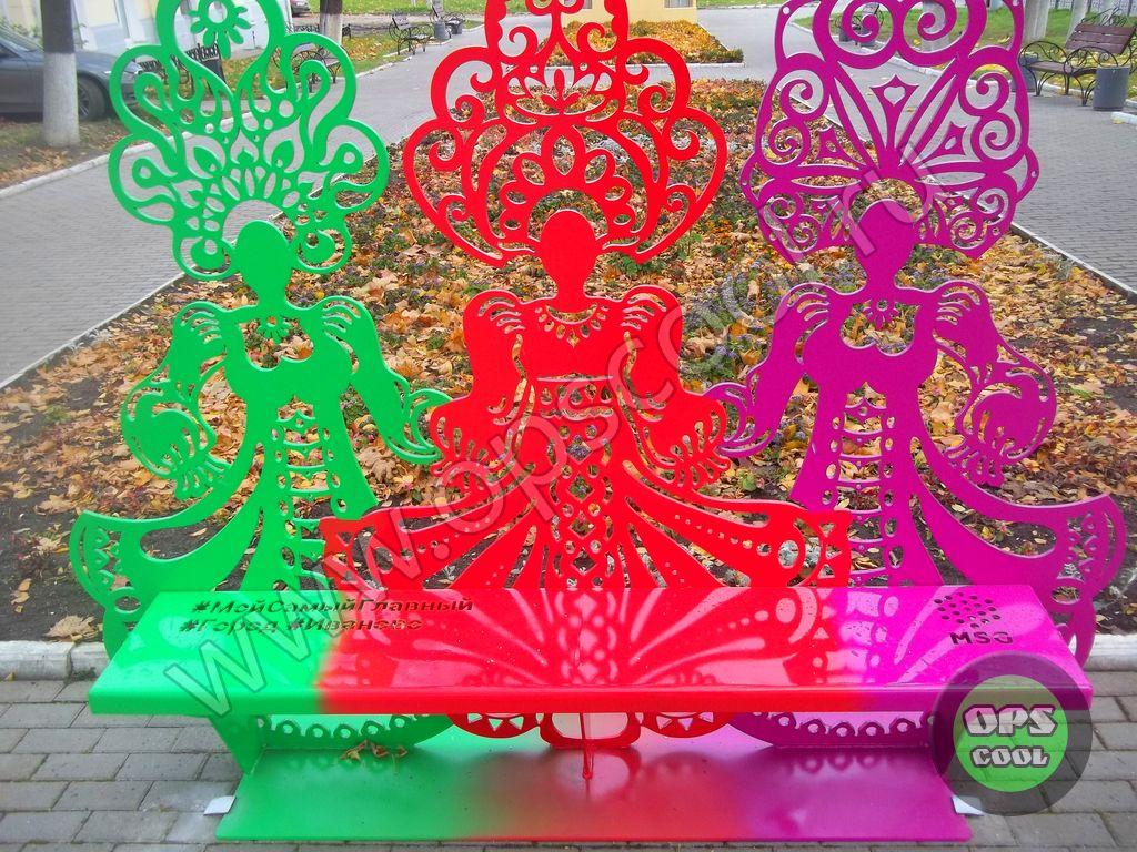 Селфи-скамья Три девицы